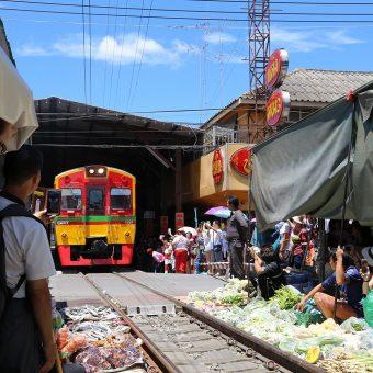 Mae-Klong-Train-Market_Thailande